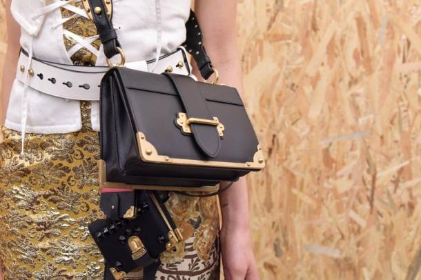 De unde iti poti cumpara o geanta tip postas?