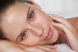 Scapă ușor de punctele negre și acneea inestetică